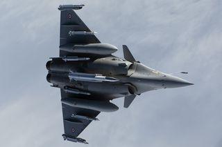 Un-rafale-au-standard-f3-emportant-un-missile-asmp-a